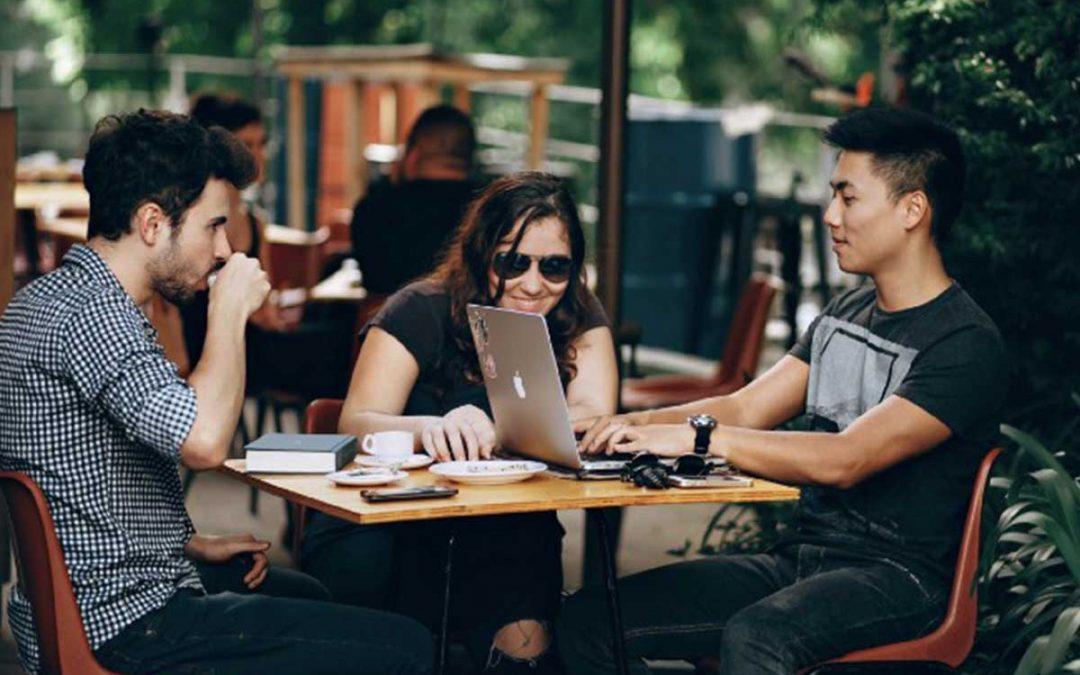 Trabajo deslocalizado: Pros y contras en la coordinación de equipos de manera remota